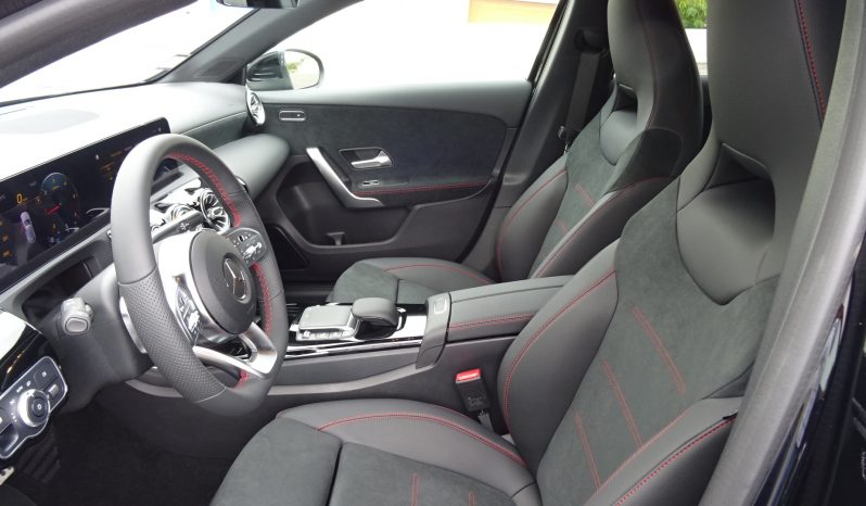 MERCEDES BENZ Classe A 180D Cx AUTO PREMIUM Pack AMG cheio